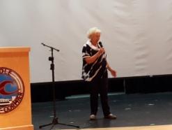 Antonine Maillet souhaite la bienvenue aux participants